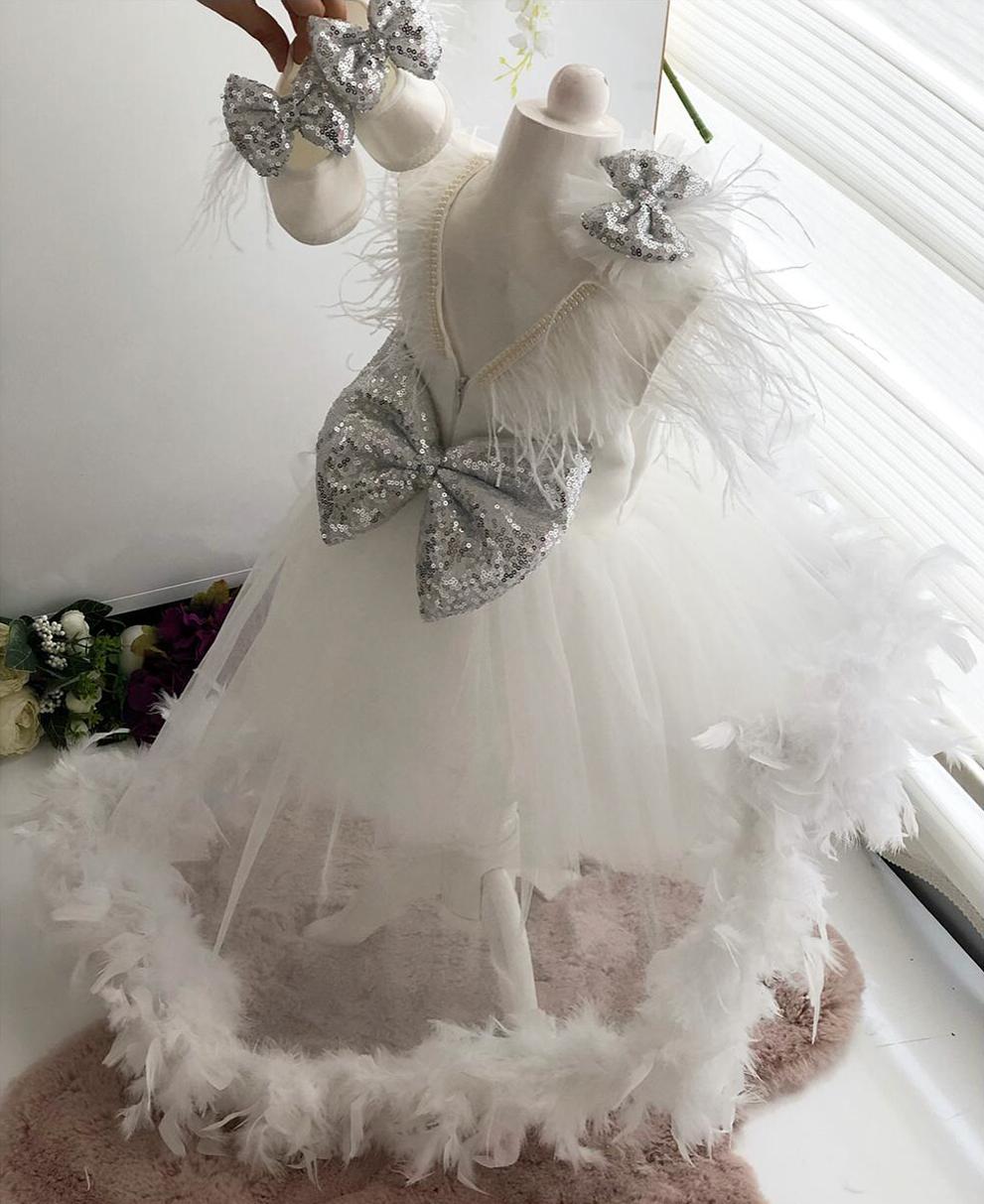 pullu-kurdeleli-beyaz-kiz-bebek-elbisesi