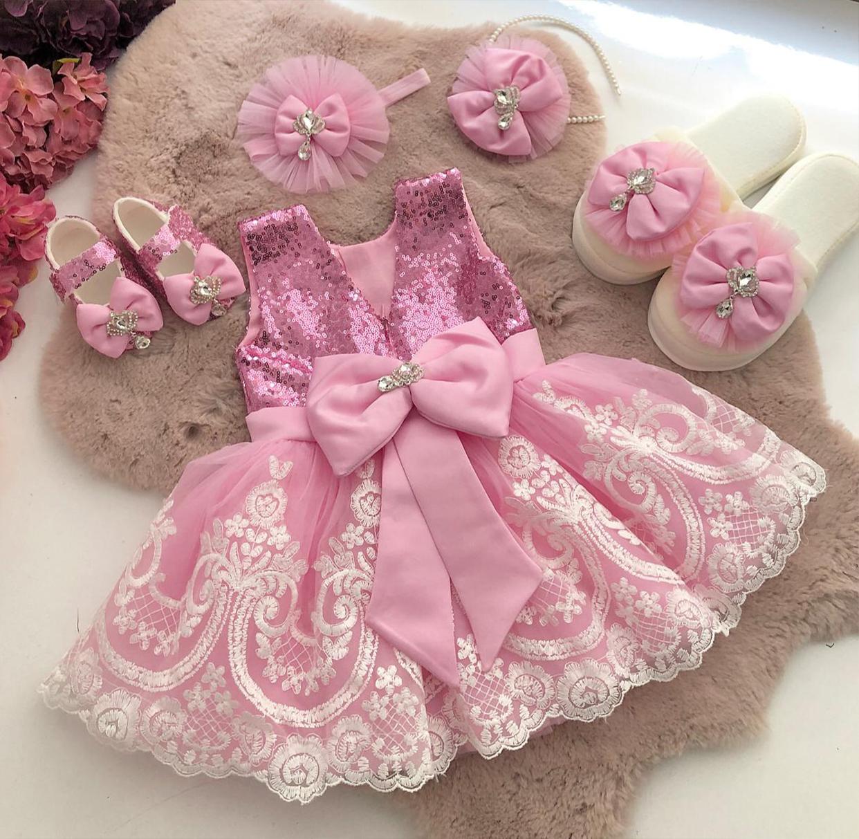 pembe-renk-desenli-kız-bebek-elbisesi